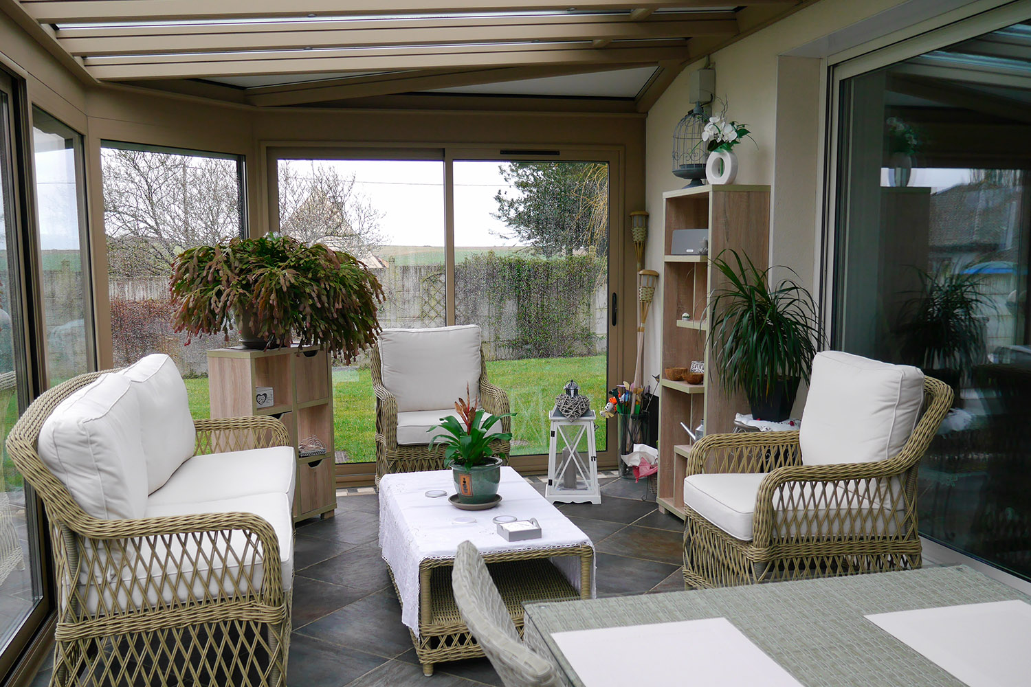 Emejing salon de jardin en rotin pour veranda ideas awesome interior home satellite - Salon en rotin pour veranda ...